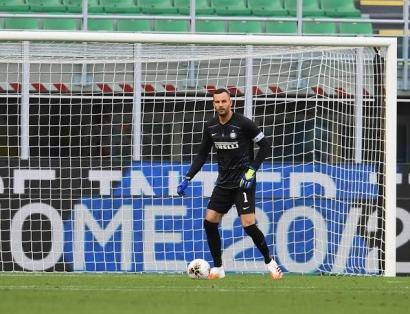 Alasan Inter Milan Masih Mempertahankan Samir Handanovic