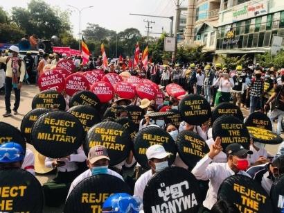 Di Myanmar, Rezim Militer akan Abadi?