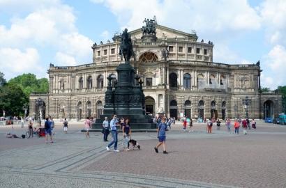Dresden, Musim Panas, dan Sungai Elbe