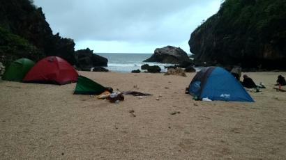 Cerita Wisata Camping Pantai Wohkudu Yogyakarta