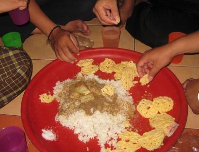 Keluarga Besar, Makan Setampah Bertujuh, dan Ketuk Sahur Koko'o