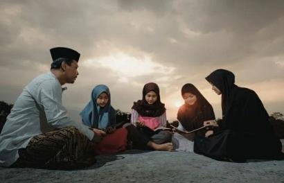 Tips Mengajarkan Anak Beribadah di Bulan Ramadan