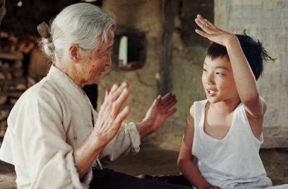 Kue Lebaran untuk Nenek Bermata Perak