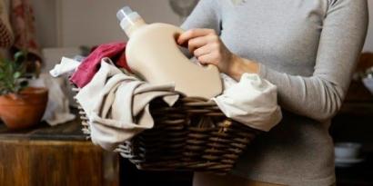 Cara Merawat Pakaian Kesayangan Berbahan Satin