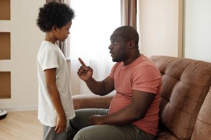 Apa Itu Daddy Issue? Siapapun Bisa Memilikinya, Termasuk Laki-Laki