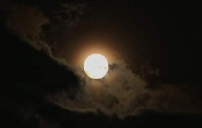 Bilakah Engkau Menitipkan Rindu pada Cahaya Purnama?