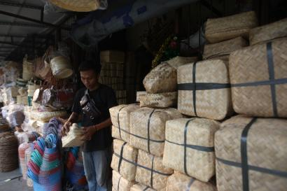 Kisah Pedagang Besek Bambu Menjelang Idul Adha di Era Pandemi