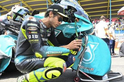 Valentino Rossi Akhirnya Gantung Helm, Mulai Musim Depan