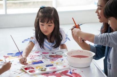 Cat Akrilik Media Belajar Seni Lukis yang Tepat pada Anak Usia Dini