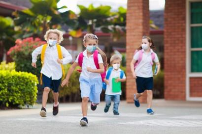 Mencari Jalan Pulang Sekolah yang Teduh di Musim Kemarau
