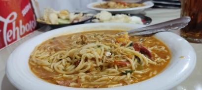Menyantap Mie Aceh Rebus Pedas di Pojok Kampus