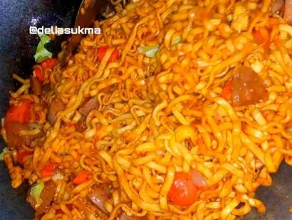 Resep Mie Oseng Sosis Telur Pedas Khas Sunda ala Delsu Kitchen