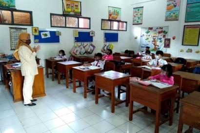 "Refleksi ""World Teacher's Day"":  Guru Kelas Vs Guru Privat"