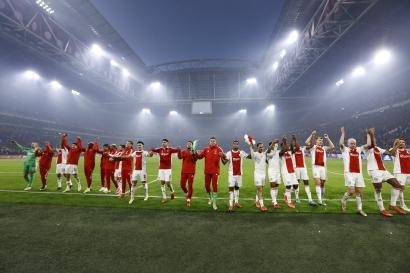 Ajax Amsterdam Bantai PSV Eindhoven!