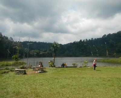 Kemping Ceria dan Bersih–bersih di Situ Gunung
