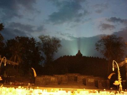 Menonton Pertunjukan Sendratari Mahakarya Borobudur (2011)
