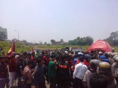 "Pelantikan DPRD Kab.Tasikmalaya Di Guncang ""Demo"""