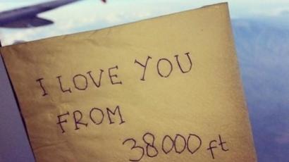 """I Love You From 38000 ft"" Kata Cinta Akhir dari Khairunnisa"