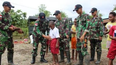 Satgas Pamtas RI-PNG Bantu SD Inpres di Papua