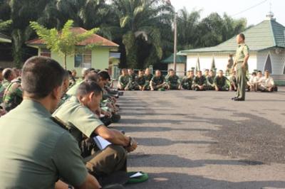 Komandan Kodim 0405/Lahat Menyampaian Pointer Pengarahan Presiden Tanggal 29 Mei 2015  Pada Jam Komandan