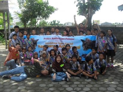 Pelajar Sebarkan Virus Anti Korupsi ke Anak SD Banyuraden, Sleman